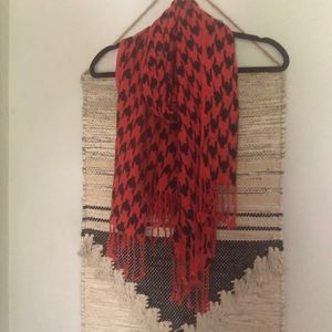 Accessories - Red and black houndstooth fringe scarf
